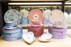 화려한 플라워 패턴으로 유명한 세계적인 브랜드 로얄 알버트(ROYAL ALBERT). 그 중 가장 귀여운 '캔디 컬렉션'!
