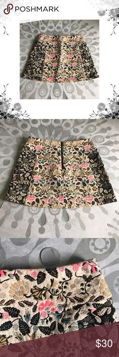 """Topshop Floral Brocade Skirt 100% Polyester. Beautiful Floral brocade fabric, neutral base colors. Waist across measures approx 14 1/2"""", laid flat. Total length is approx 14 1/2"""". Zippers at back. Price tag has been cut but is still intact. Bundle for discounts! Thank you for shopping my closet! Bin 2 Topshop Skirts Mini"""