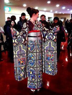 See how beautiful a stained-glass window pattern can be as a kimono! Kimono Japan, Yukata Kimono, Japanese Kimono, Japanese Design, Japanese Art, Traditional Japanese, Japanese Style, Japanese Outfits, Japanese Fashion