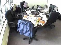 Dans une vidéo captée en 2011 dans les bureaux d'une entreprise de Laval et obtenue par le Bureau d'enquête, deux vérificatrices de Revenu Québec discutent d'un boni de rendement exceptionnel équivalant à 3,5% du salaire.