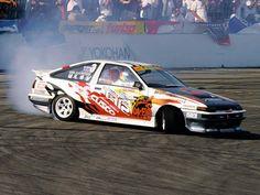Toyota Corolla AE86 drifting on the track Ueo Katsuhiro one of the best.