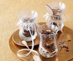 Gewürz-Schokoladen-Mischung im Glas für Trinkschokolade zum Selber machen.