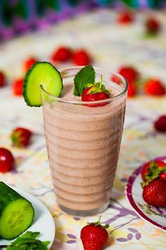 Strawberry, Mint & Cucumber Smoothie