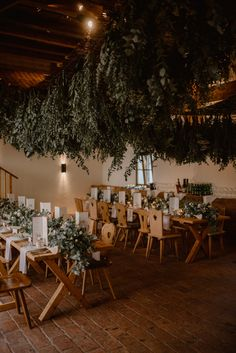 Wedding design: Rustic chic - green wedding - at a luxury hotel.  Wedding Planning & Design: by JOIN WEDDING CONSULTING & EVENT  #weddingsbyjoin #schlossfuschlweddingplanner Great Gatsby Party, Hotel Wedding, Luxury Wedding, Salzburg, Rustic Chic, Green Wedding, Green And Gold, Wedding Designs, Real Weddings
