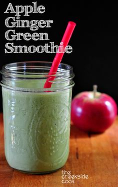 This is a wonderful way to start your day! A healthy and delicious Apple Ginger Green Smoothie   The Creekside Cook   #glutenfree #vegan #healthy