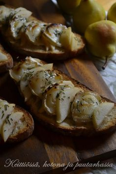 pear and chevre bruchetta