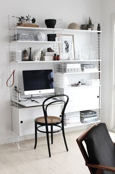 Home office with String shelving 7 desk in Johanne's lovely Aalborg apartment in. Home office with String shelving 7 desk in Johanne's lovely Aalborg apartment in monochrome Home Office Inspiration, Workspace Inspiration, Home Office Desks, Office Decor, Office Spaces, Office Ideas, String Regal, String Shelf, Cool Office Space