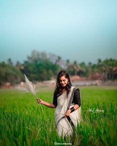 Beautiful Girl Photo, Cute Girl Photo, Girl Photo Poses, Cute Love Pictures, Beautiful Women Pictures, Couple Photography Poses, Canon Photography, Kerala Wedding Photography, Black Background Images