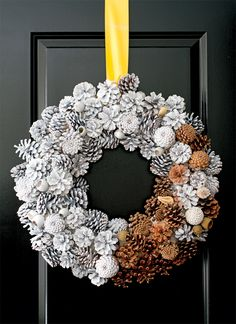 A Fresh Tradition: pine cone wreath spray painted white.a few left natural. Pine Cone Art, Pine Cone Crafts, Wreath Crafts, Diy Wreath, Diy And Crafts, Christmas Crafts, Wreath Ideas, Diy Xmas, Holiday Wreaths