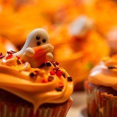 "66 Likes, 2 Comments - Autumn (@coldautumnwinds) on Instagram: ""#halloween#autumn#autumnweather#october#food#cupcake#delicious#ghost#sweaterweather"""