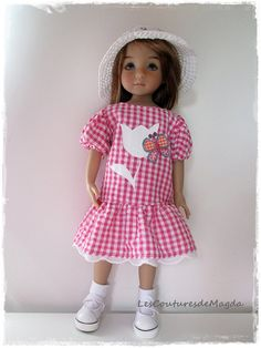 """Held for doll 13 """"Little Darling (Effner) is also suitable for les Chéries, Paola Reina and Minouches"""