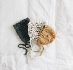 Nice modern textured baby hats Cute modern textured baby hats, Knitting , lace processing is the most beauti. Retro Mode, Baby Bonnets, Baby Outfits, Baby Hats, Newborn Hats, Kind Mode, Baby Love, Baby Knitting, New Baby Products