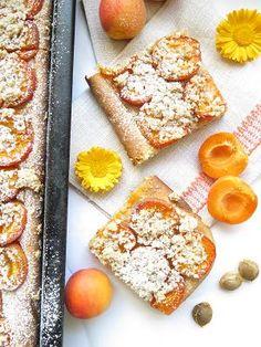 Špaldový kynutý koláč s meruňkami French Toast, Breakfast, Desserts, Food, Morning Coffee, Tailgate Desserts, Deserts, Eten, Postres
