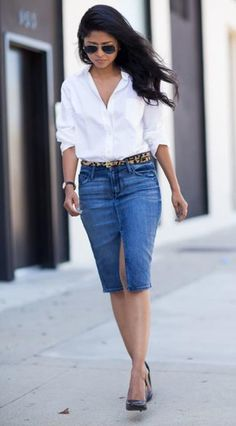 These 16 ways to wear a denim skirt are just what you need to jump on the denim-skirt bandwagon this season. Whether it's vibes or throwback check out these denim skirt outfits. Denim Pencil Skirt Outfit, Jean Skirt Outfits, Pencil Skirt Work, Denim Outfit, Denim Skirts, Denim Skirt Outfit Summer, Jean Skirts, Denim Shoes, Midi Skirts