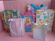 Les muestro como hacer una bolsa de papel para regalo. Suscribete al Mundo de MyG http://www.youtube.com/channel/UCmZQJvhwSaJ1r_b8UKVrXYA?sub_confirmation=1 ...