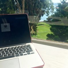 Working hard with this stunning view in Double Bay, a cool suburb in Sydney // MARIAJESUS.CO