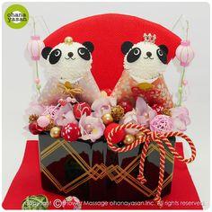 ひな祭りバージョン!ピンポンマム(菊の花)で出来たパンダのフラワーアレンジメント。Cute! Animal dolls made with chrysanthemums.