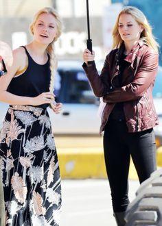 Georgina Haig - Elsa - Jennifer Morrison - Emma Swan - Once Upon a Time #OUAT #Frozen