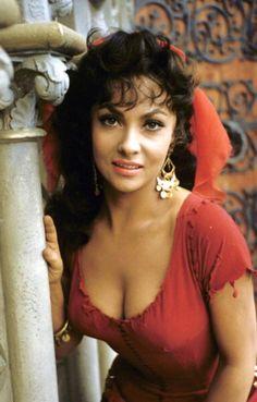 Esmeralda - Gina Lollobrigida - Italian actress, photojournalist and sculptor Old Hollywood, Hollywood Glamour, Hollywood Stars, Hollywood Actresses, Classic Hollywood, Actors & Actresses, Gina Lollobrigida, Divas, Classic Actresses