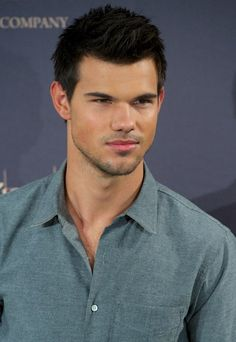 New hot look for guystaylor lautner hairstyle fashion trends he got alllll the attractiveness genes taylor lautnertwilight urmus Image collections