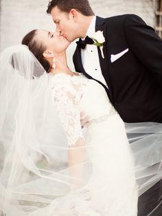 Romantic bride and groom. Photography: Amanda Wilcher Photography - amandawilcher.com