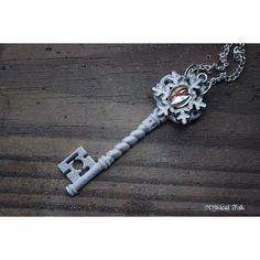 Frozen Fantasy Snowflake Key Necklace (€16) ❤ liked on Polyvore featuring jewelry, necklaces, disney charms, vintage antique jewelry, charm necklace, disney necklace and snowflake charm necklace