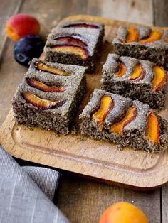 Pradobroty: Maková bublanina (bez laktózy) Sushi, Waffles, Sweet Tooth, Food And Drink, Baking, Breakfast, Ethnic Recipes, Poppy, Fruit Cakes