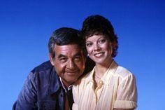Tom Bosley and Erin Moran in Happy Days Tom Bosley, Marion Ross, Erin Moran, The Fonz, Laverne & Shirley, Scott Baio, Abc Photo, Comedy Tv, Old Tv Shows