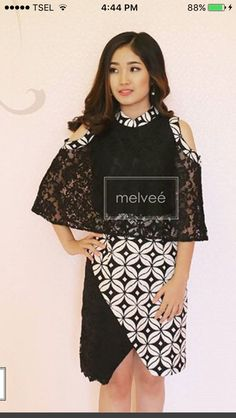 Batik Kebaya, Batik Dress, Traditional Fabric, Traditional Outfits, Batik Fashion, Women's Fashion, Brocade Dresses, Brokat, Church Outfits
