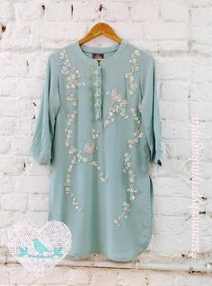 Sterling branches tunic - Available for order only through facebook 05 September 2016 13 October 2016 Indian Suits, Indian Attire, Indian Dresses, Indian Wear, Kamiz Design, Eastern Dresses, Hijab Style, Pakistani Outfits, Indian Designer Wear