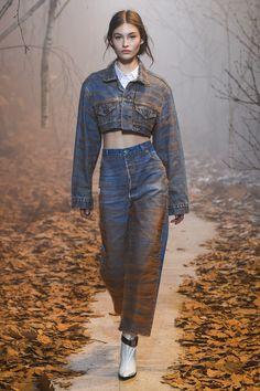 Off-White Fall 2017 Ready-to-Wear Collection Photos - Vogue Fashion Week, Fashion 2017, Runway Fashion, Fashion Show, Fashion Design, Paris Fashion, Canadian Tuxedo, White Runway, Mode Jeans
