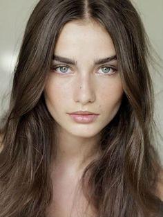 Andreea Diaconu - Natural Make-up Style Adolfo Vásquez Rocca Dr. en Filosofía y Teoría del Arte