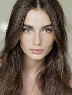 Andreea Diaconu, Natural Make-up look with full, groomed brows. Learn how to recreate this look with healthy, non-toxic makeup @ Evolue beauty
