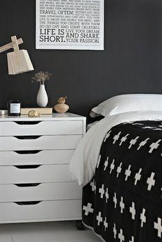 Mooi lampje, nachtkastje en ook die plaid. Die wil ik graag in mijn slaapkamer terug zien. + on Pia Wallen Large Cross Blanket