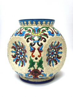 Salle des ventes ABC : Faïence de Longwy, vase à décor d'inspiration Iznik, marque LONGWY et numéro de la forme dans la masse, numéro du décor 3043, époque fin XIX eme siècle