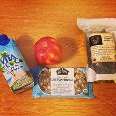 Vegan gluten-free paleo snacks on the go Paleo Recipes, Snack Recipes, Snacks, Healthy Life, Healthy Eating, Healthy Food, Vegan Food List, Paleo On The Go, Raw Coconut
