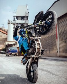 only if you want speed / photo of bikes / tricks / hotter / girls on moto / welcome gentlemen Motocross Love, Motocross Riders, Enduro Motorcycle, Funny Motorcycle, Moto Bike, Yamaha Virago, Yamaha Bikes, Moto Wallpapers, Cool Dirt Bikes
