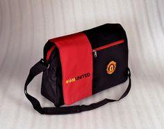 tas manchester united slempang laptop. fitur slot laptop. kode barang: MULAPIU. harga: 85rb. SMS/WA/LINE: 085736078627 BBM: 54619660