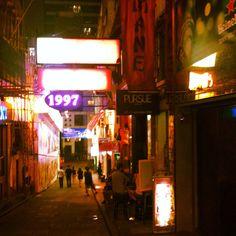 Lan Kwai Fung, Hong Kong Art Of Living, Hong Kong, Neon Signs, My Favorite Things, Places, Lugares