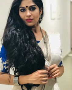 Beautiful Girl Indian, Most Beautiful Indian Actress, Beauty Full Girl, Beauty Women, Indian Hairstyles, Cool Hairstyles, Long Indian Hair, Long Black Hair, Indian Beauty Saree