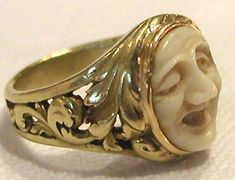 Circa 1870, unique French very heavy 18k gold Ring with the center Sculpture carved as a Face resembling one of the 'Masks' of the Theater.