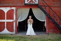 Classic Elegance Meets Shabby Shic in This Fun Barnyard Wedding