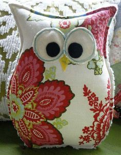 Just cute -- Owl Pillow Owl Crafts, Diy And Crafts, Arts And Crafts, Owl Patterns, Sewing Patterns, Fabric Crafts, Sewing Crafts, Owl Sewing, Hand Sewing