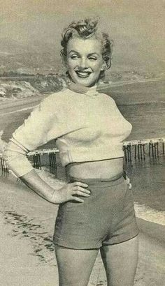Marilyn Monroe 1951 /Marilyn in Malibu by J. Marylin Monroe, Marilyn Monroe Photos, Divas, Malibu, Norma Jeane, Showgirls, Rare Photos, Beautiful Celebrities, American Actress