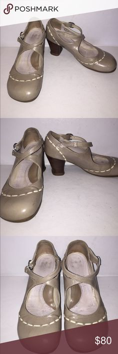 JOHN FLUEVOG OPERETTAS Grayish Leather Maryjane's Used, but still has a lot of life left and needs a scrub. This legendary 2.5 heeled maryjane was inspired by Maria Malibran, one of the most famous opera singers of the 19th century, who was known for her extraordinary flexibility, range, and power. With soft leathers in Baccarat Patent or matte Dragon, soft rubber soles, and a leather wrapped heel, this shoe could possibly be the most functional and comfortable Fluevog ever. John Fluevog…