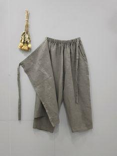 Linen Pants Women, Trousers Women, Pants For Women, Fashion Pants, Boho Fashion, Fashion Outfits, Gym Clothes Women, Diy Clothes, Iranian Women Fashion