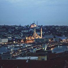"""I left my heart in Istanbul"" photo by @Putri Anindya  #feelingistanbul #comeseeturkey #turkiyeodalarveborsalarbirligi #theunionofchambersandcommodityexchangesofturkey #tccumhurbaskanligi #tobb #Padgram"