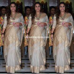 Vidhya Balan in white cotton silk saree for HAK promotions Trendy Sarees, Stylish Sarees, Fancy Sarees, Kerala Saree, Indian Sarees, Saree Blouse Patterns, Saree Blouse Designs, Off White Saree, Cutwork Saree