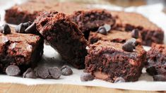 Now I'm going to want brownies all day. Terri's Chocolate-Chocolate Brownies Vegan Desserts, Just Desserts, Delicious Desserts, Dessert Recipes, Beste Brownies, No Bake Brownies, Easy Brownies, Brownie Fondant, Coconut Flour Brownies