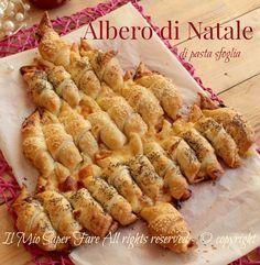 Albero di Natale di pasta sfoglia salato con video ricetta. Antipasto per le feste molto scenografico. Cornetti salati di pasta sfoglia per creare un albero
